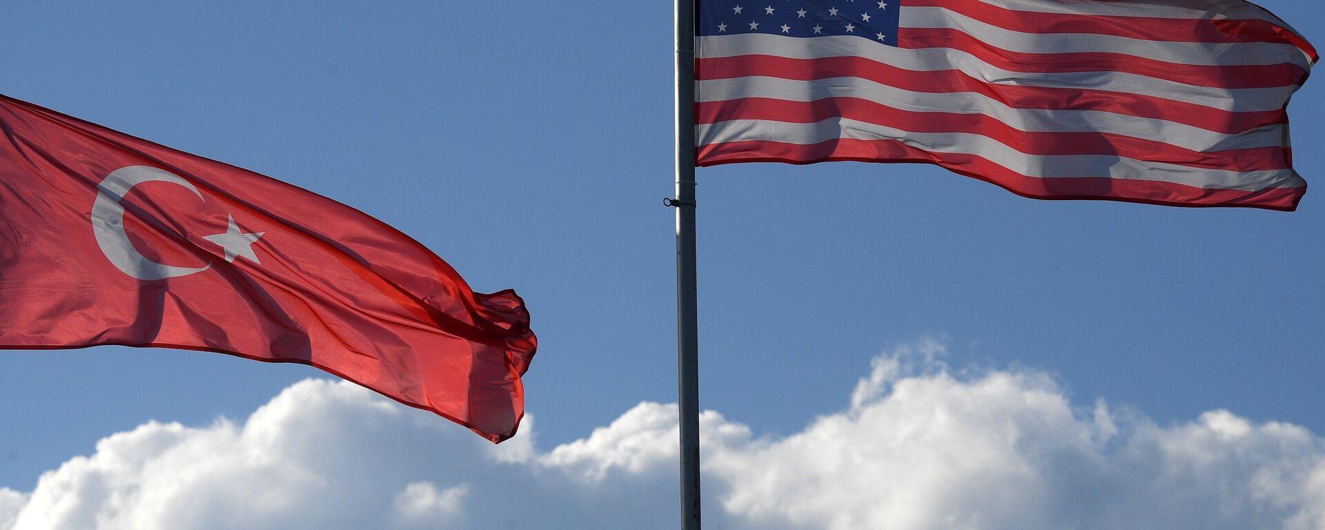 Las banderas de Turquía y EEUU - Sputnik Mundo, 1920, 04.02.2021