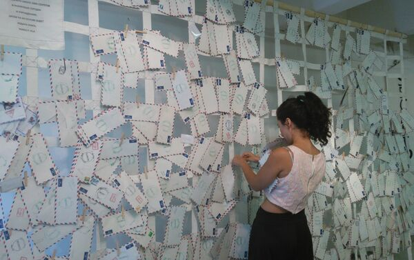 María Luisa Portuondo con su obra - Sputnik Mundo
