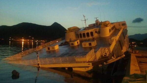 Ferry turístico de empresa estatal venezolana - Sputnik Mundo