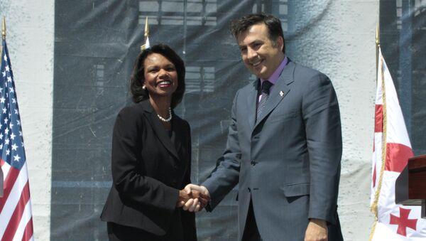 La exsecretaria de Estado de EEUU, Condoleezza Rice, y el expresidente de Georgia, Mijaíl Saakashvili (archivo) - Sputnik Mundo