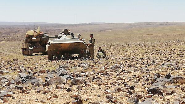 Militares sirios expulsan a los terroristas del desierto en Al Suwaida - Sputnik Mundo
