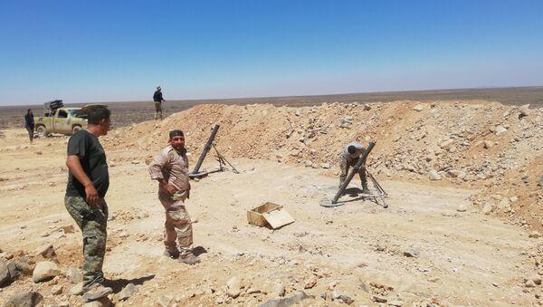 Militares sirios en desierto en Al Suwaida - Sputnik Mundo