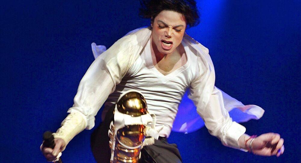Cantante estadounidense Michael Jackson durante un concierto (archivo)
