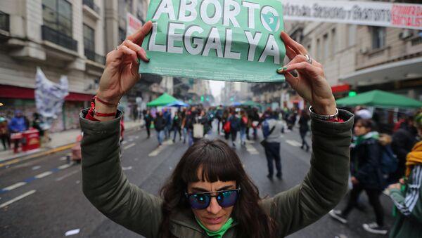 Una mujer pide aborto legal ya en Argentina - Sputnik Mundo