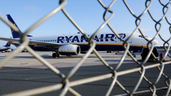 Un avión de compañía Ryanair - Sputnik Mundo