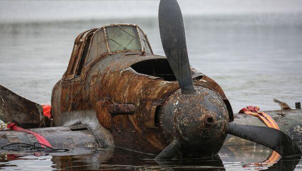 El rescate del legendario tanque volador Il-2, que pasó 75 años en el fondo de un lago - Sputnik Mundo