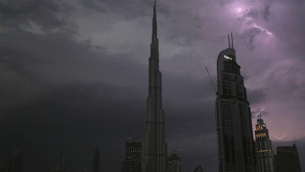 El rascacielos Burj Khalifa en Dubái - Sputnik Mundo
