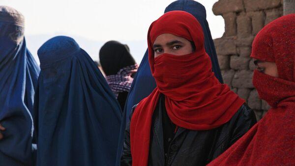 Unas mujeres en burkas - Sputnik Mundo