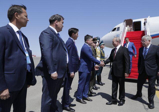 El presidente de Rusia, Vladímir Putin, en el aeropuerto de Aktau