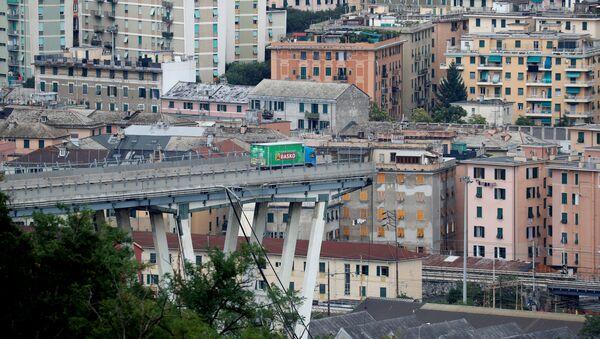 Se derrumba un puente de una autopista en Génova, Italia - Sputnik Mundo