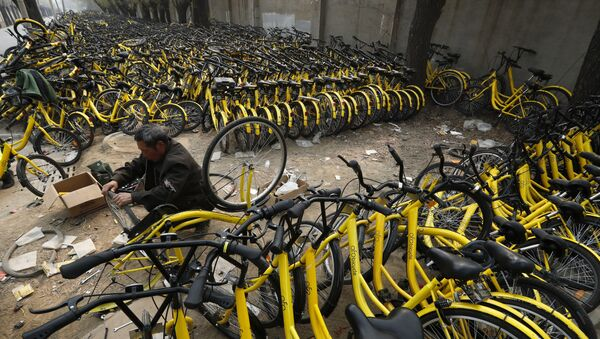 Cementerios de bicicletas en China - Sputnik Mundo