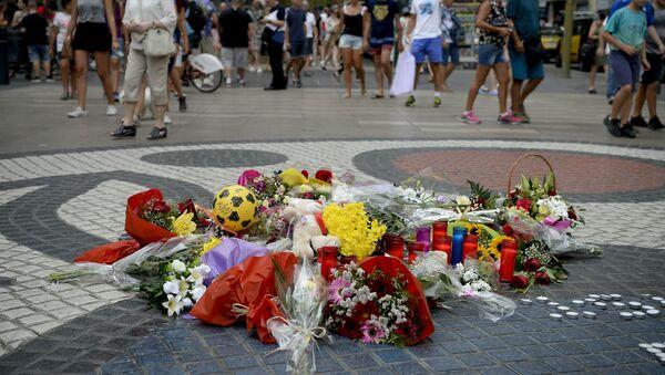 Homenaje a las víctimas de los atentado en Barcelona y Cambrils, España - Sputnik Mundo