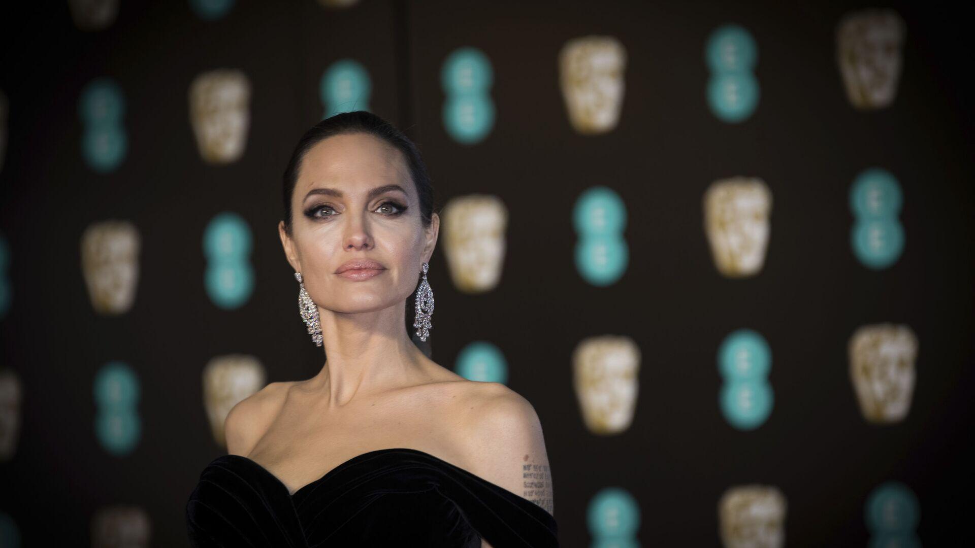 Американская актриса Анджелина Джоли на кинопремии BAFTA в Лондоне - Sputnik Mundo, 1920, 20.06.2021