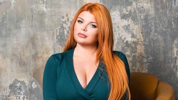 La modelo rusa 'plus size' Yulia Ribakova - Sputnik Mundo