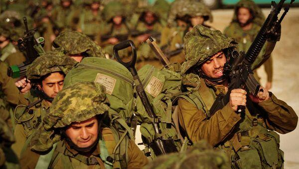 Soldados israelíes caminan hacia el norte de la Franja de Gaza (archivo) - Sputnik Mundo