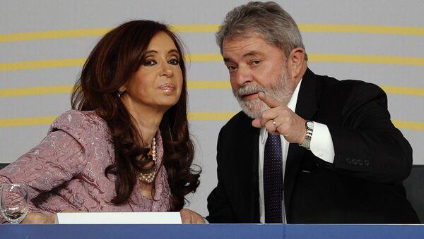 Cristina Fernández de Kirchner (izda.), presidenta de Argentina, y Luiz Inácio Lula da Silva, presidente de Brasil (archivo) - Sputnik Mundo