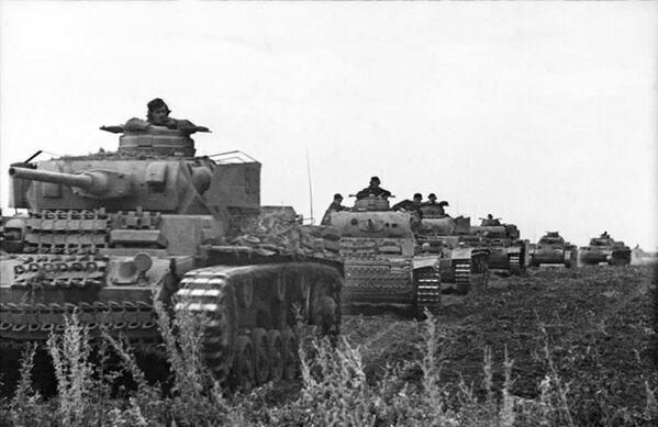 Marcha de tanques alemanes hacia el saliente de Kursk (junio de 1943) - Sputnik Mundo