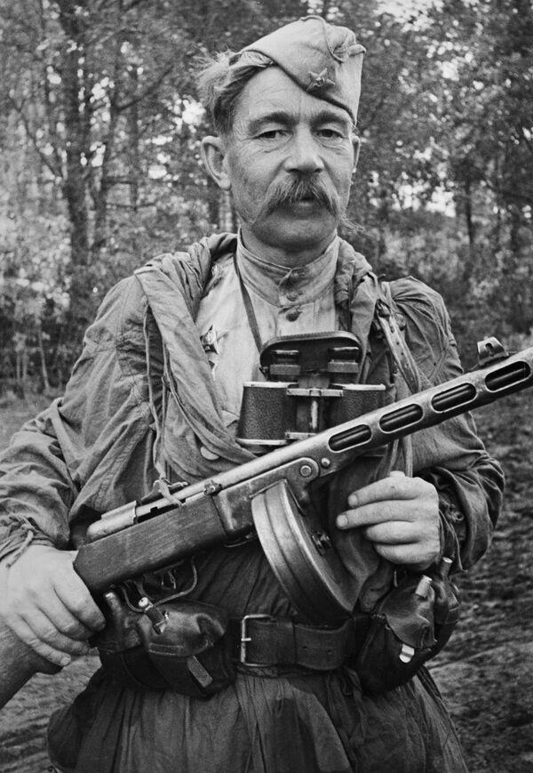 El soldado de reconocimiento militar, sargento Alexéi Frolchenko, participó en la batalla de Kursk y recorrió el camino desde Stalingrado hasta Berlín. - Sputnik Mundo