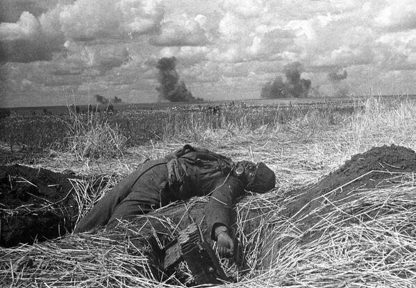 Soldado alemán muerto durante la batalla de Kursk (1943) - Sputnik Mundo