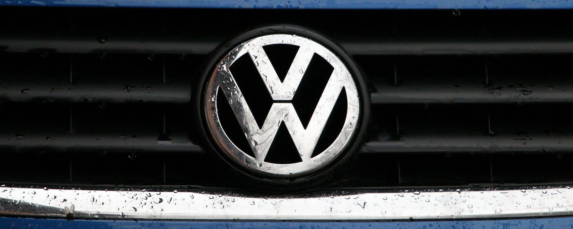 Un logo de Volkswagen - Sputnik Mundo, 1920, 11.06.2021