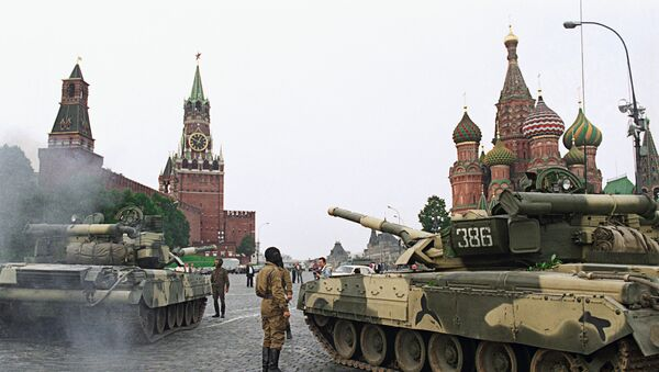 Tanques en la Plaza Roja durante la intentona golpista de 1991 - Sputnik Mundo
