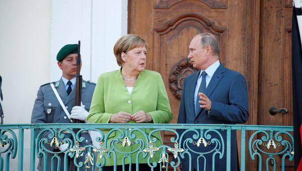 Angela Merkel y Vladímir Putin - Sputnik Mundo