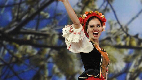 Una participante del Coro Cosaco de Kubán durante una actuación en el Kremlin - Sputnik Mundo