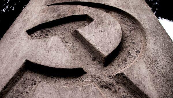 Monolito que señala el lugar que guarda los restos de León Trotski en su última casa en México - Sputnik Mundo