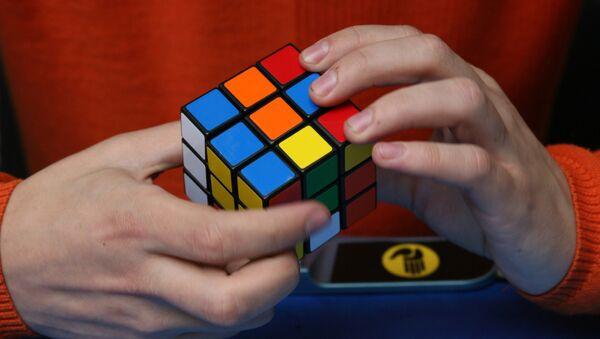 Un cubo de Rubik - Sputnik Mundo