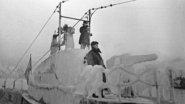 Un submarino helado de la Flota del Norte de la URSS en 1943 - Sputnik Mundo