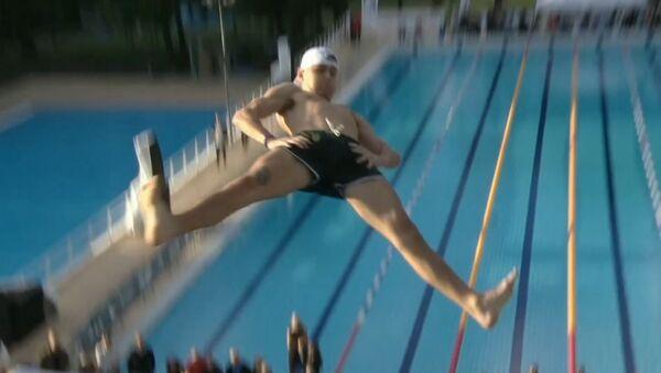 Así es el campeonato de saltos de barriga o las formas más locas de lanzarse al agua - Sputnik Mundo
