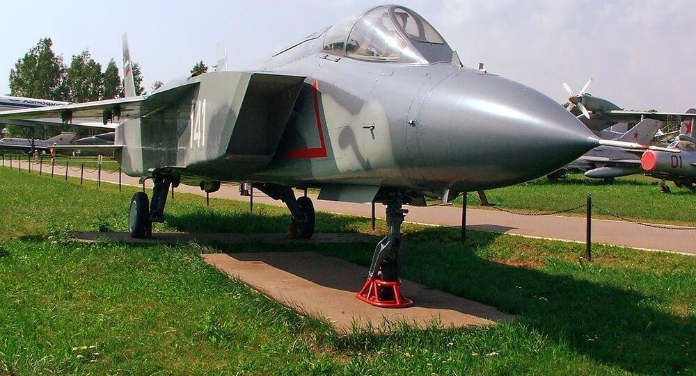 Avión de despegue vertical Yak-141, foto archivo