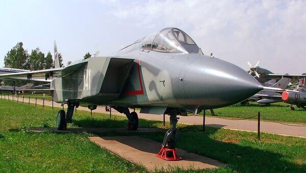 Avión de despegue vertical Yak-141, foto archivo - Sputnik Mundo
