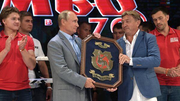 Putin premia al equipo vencedor del Torneo Internacional de Sambo en Sochi - Sputnik Mundo