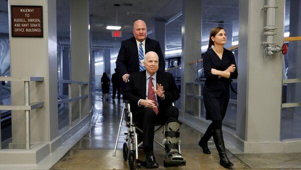 John McCain, senador estadounidense - Sputnik Mundo