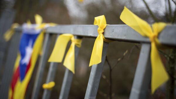 Lazos amarillos como símbolo de la liberación la libertad de los políticos independentistas presos en España - Sputnik Mundo