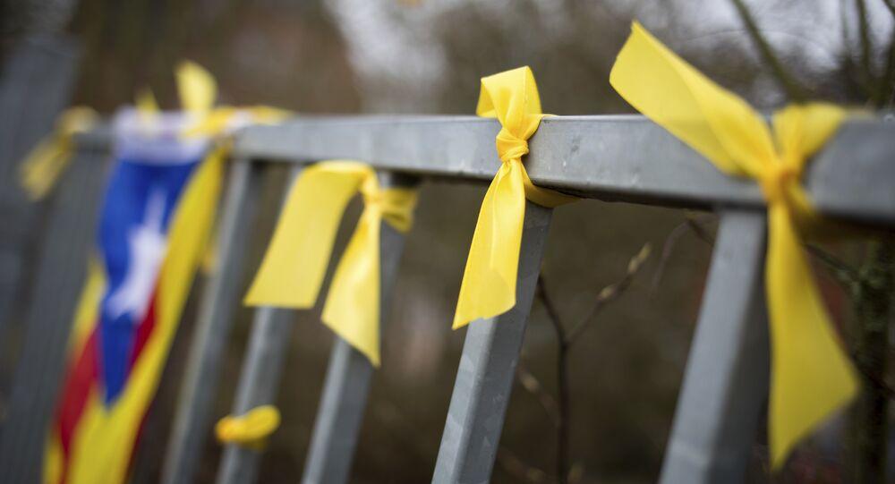 Lazos amarillos como símbolo de la liberación la libertad de los políticos independentistas presos en España