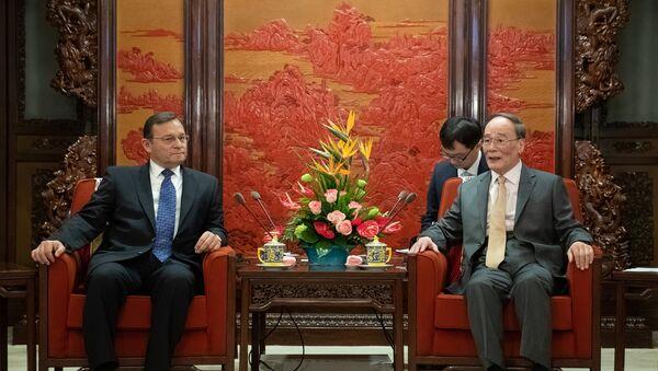 El canciller de Perú, Néstor Popolizio y el vicepresidente de China, Wang Qishan - Sputnik Mundo