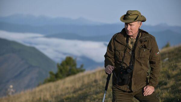 Vacaciones 'salvajes': Vladímir Putin pasa el fin de semana en Siberia - Sputnik Mundo