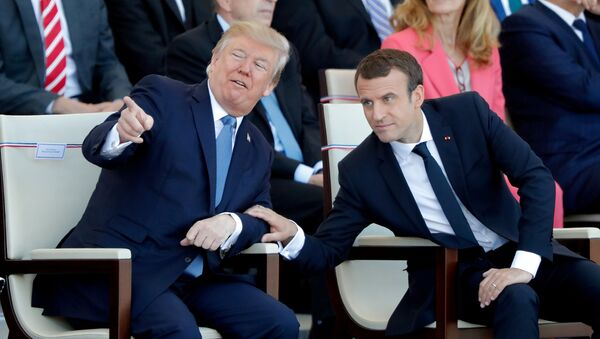El presidente de Francia, Emmanuel Macron, y su homólogo estadounidense, Donald Trump - Sputnik Mundo