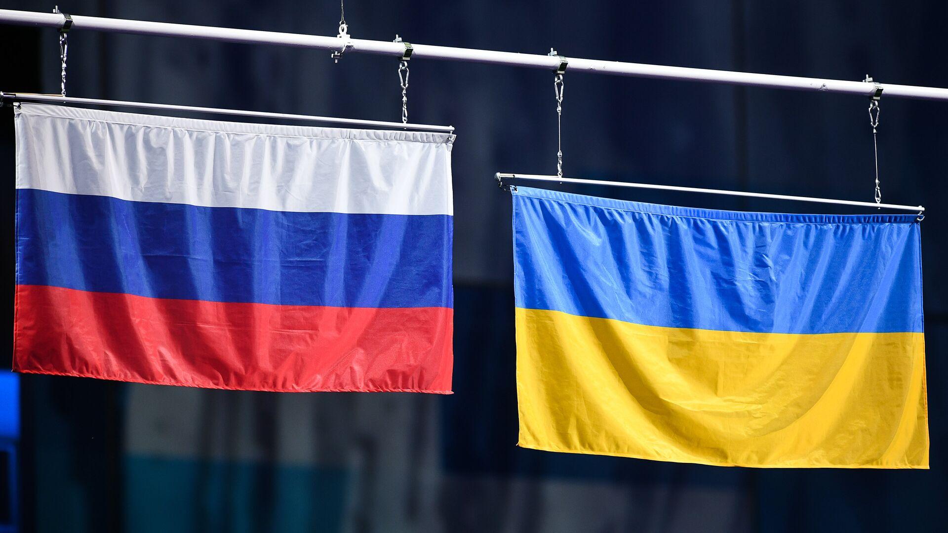 Las banderas de Rusia y Ucrania (archivo) - Sputnik Mundo, 1920, 14.04.2021