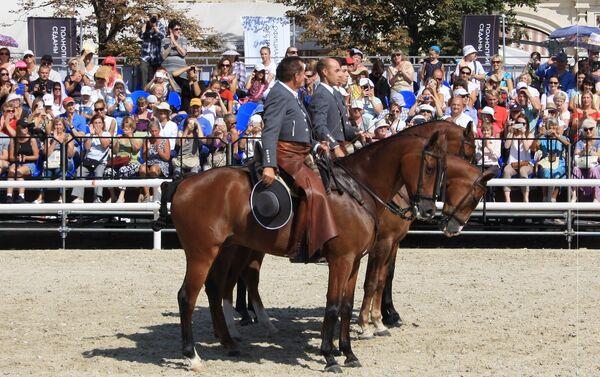 Los jinetes de la Asociación Córdoba Ecuestre durante el espectáculo 'Pasión y duende del caballo andaluz' - Sputnik Mundo