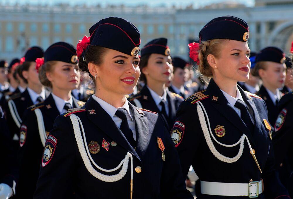 Las despampanantes militares de las FFAA de Rusia