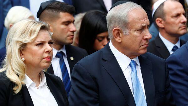 Sara Netanyahu con su esposo, el primer ministro de Israel, Benjamín Netanyahu - Sputnik Mundo