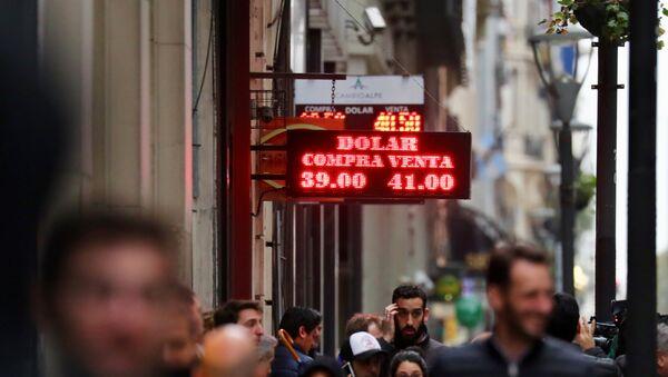 Carteles con la cotización del dólar en Buenos Aires - Sputnik Mundo