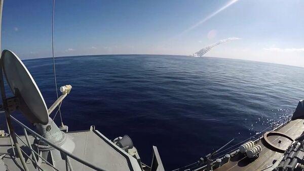 Submarinos de la Flota del Mar Negro lanzan disparos desde el mar Mediterráneo contra terroristas en territorio sirio (archivo) - Sputnik Mundo