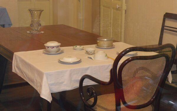 Ho Chi Minh utilizó tres modestas habitaciones de sirvientes del Palacio Presidencial de Hanoi hasta que estuvo lista la Casa Zancuda - Sputnik Mundo