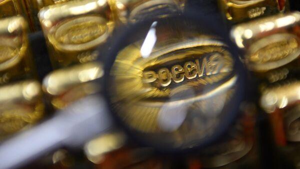 La palabra Rusia en un lingote de oro - Sputnik Mundo