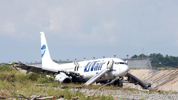 Aterrizaje de emergencia de un avión de la compañía aérea Utair en Sochi - Sputnik Mundo