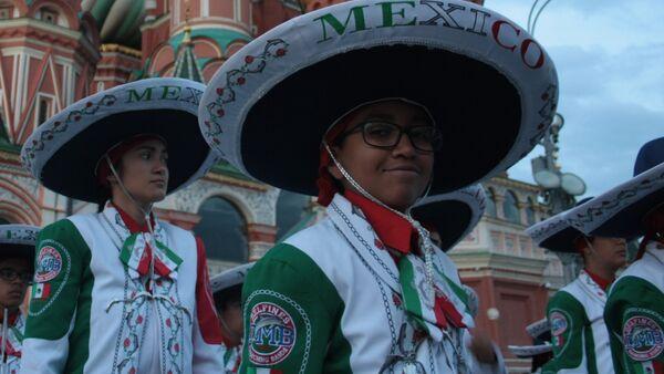 La Banda Monumental de México durante el X festival Torre Spásskaya de Moscú - Sputnik Mundo